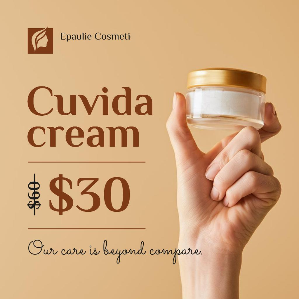 Woman holding Bottle of cream — Crear un diseño