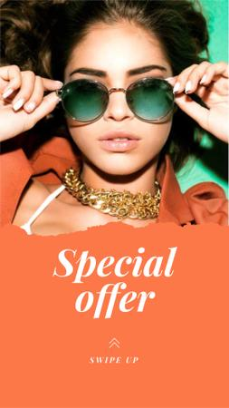 Designvorlage Special Fashion Offer with Woman in Stylish Sunglasses für Instagram Story