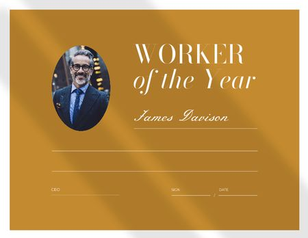 Template di design Worker of the Year Award with Smiling Businessman Certificate