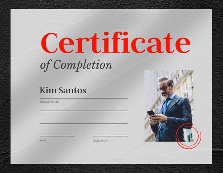 Modèle de visuel Business Course Completion Award with Confident Businessman - Certificate