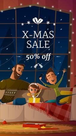 Ontwerpsjabloon van Instagram Story van Christmas Sale Announcement with Happy Family at Home