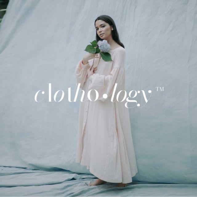 Woman in Tender Dress holding Flower Logoデザインテンプレート