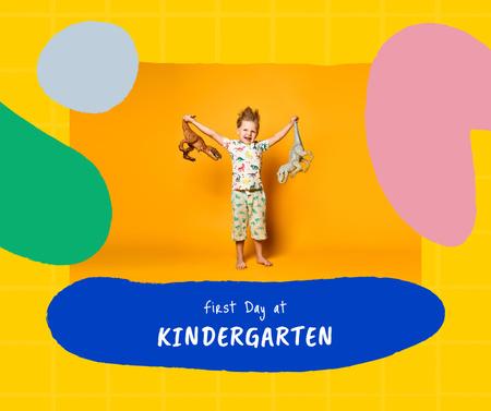 First Day of Kindergarten Announcement with Cute Child Facebook Modelo de Design