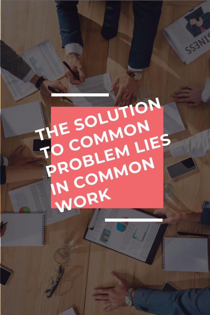 Teamwork Quote Colleagues Working on Report — Maak een ontwerp
