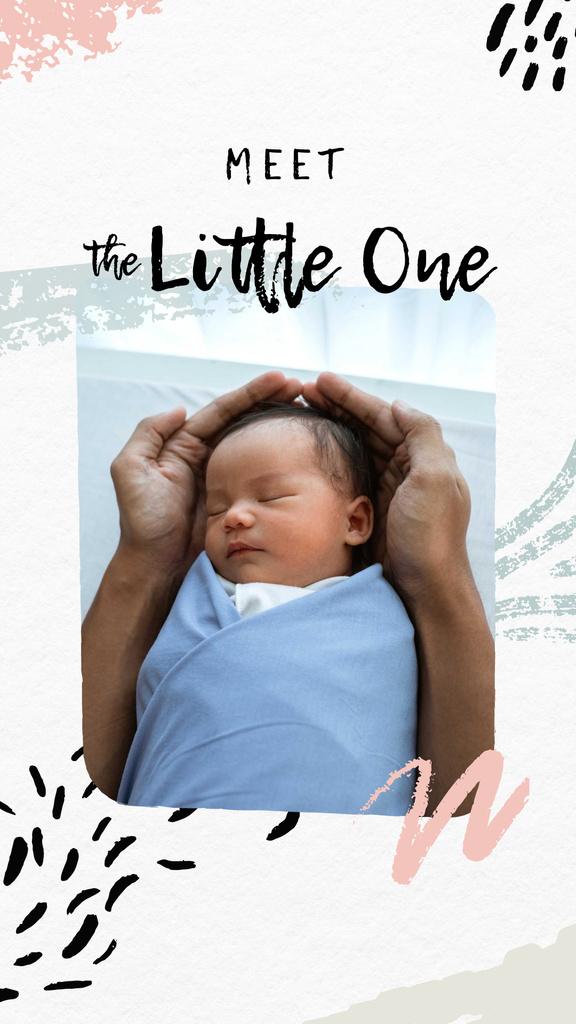Plantilla de diseño de Parent holding Cute Newborn Baby Instagram Story