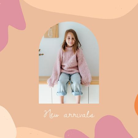 Plantilla de diseño de Kids' Clothes ad with smiling Girl Animated Post