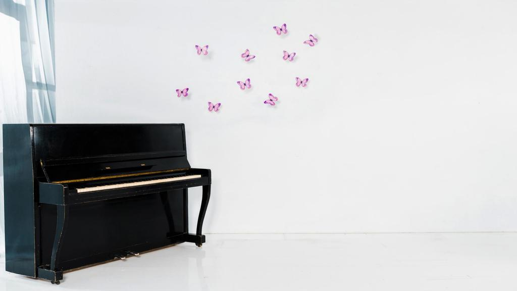 White room with Piano and Butterflies on Wall — Maak een ontwerp