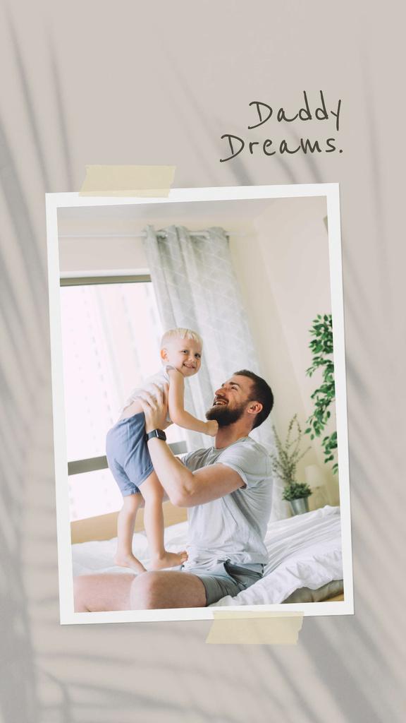 Plantilla de diseño de Happy Father holding his Little Son Instagram Story