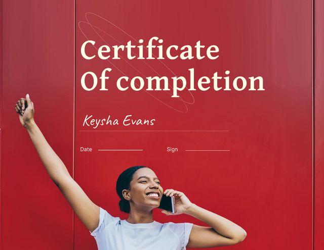 Plantilla de diseño de Course Completion Award with Happy Smiling Woman Certificate
