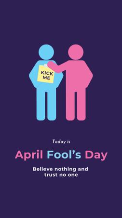 Plantilla de diseño de April fool's Day Announcement with People making Pranks Instagram Story