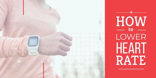 Woman in heart rate monitor Watch Image Modelo de Design