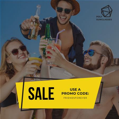 Friendship Day Sale People Toasting Bottles Instagram AD Modelo de Design