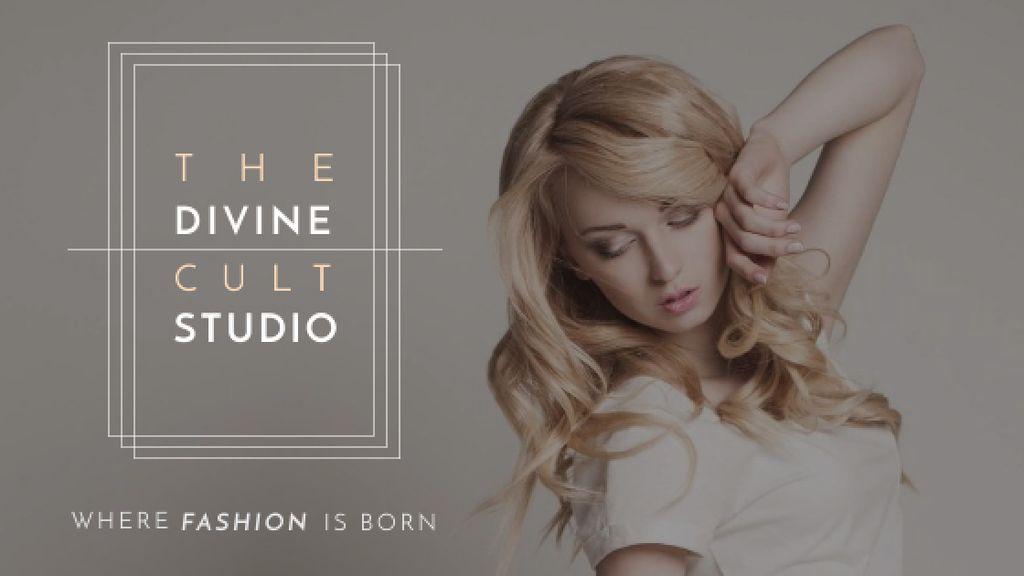 Fashion Studio Ad Blonde Woman in Casual Clothes - Bir Tasarım Oluşturun