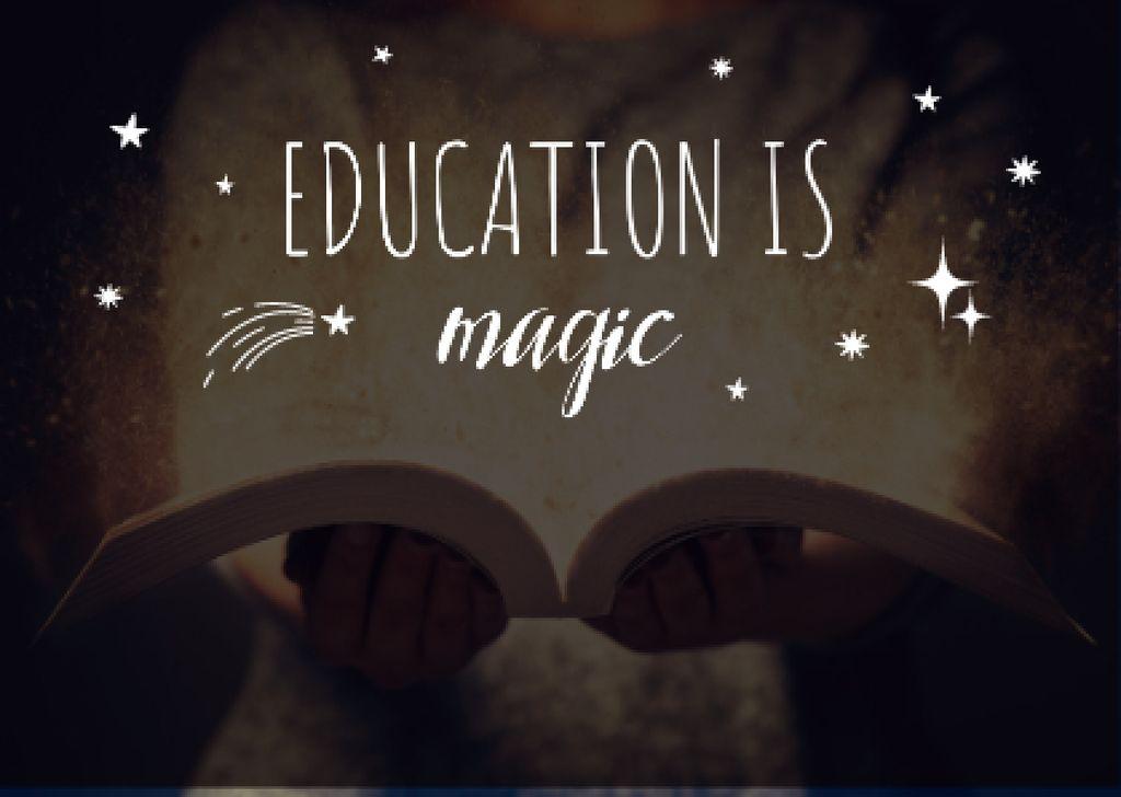 Child reading book — Crea un design
