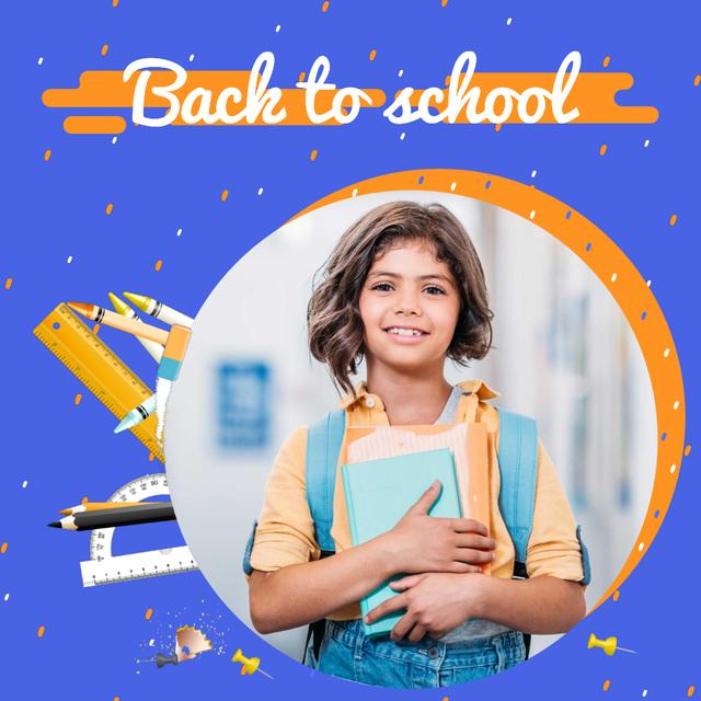 Modèle de visuel Back to School Offer with Smiling Schoolgirl with Books - Animated Post