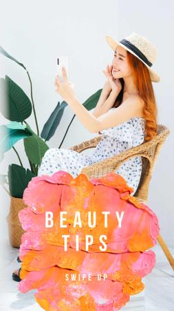 Beauty Ad with Woman applying Cream Instagram Storyデザインテンプレート
