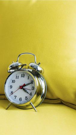 Ontwerpsjabloon van Instagram Story van Alarm Clock in Yellow