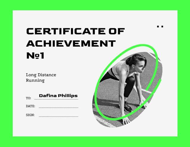 Achievement Award with Woman on Running Race Start Certificate Modelo de Design