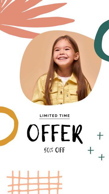Modèle de visuel Sale announcement with Smiling Girl - Instagram Story