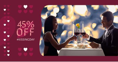 Ontwerpsjabloon van Facebook AD van Kissing Day Offer with Couple in Restaurant