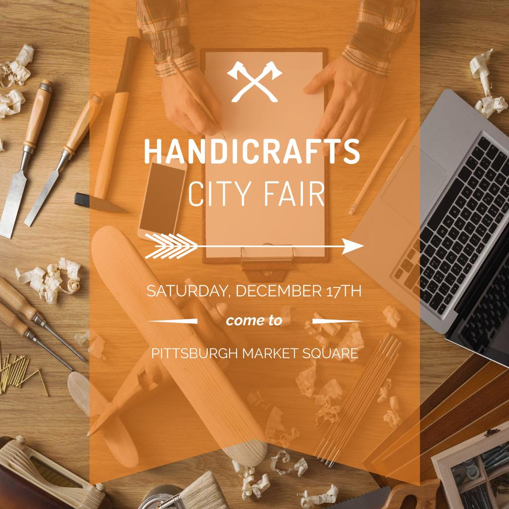 Sharpening Tools and Laptop on Wooden Table — Crear un diseño
