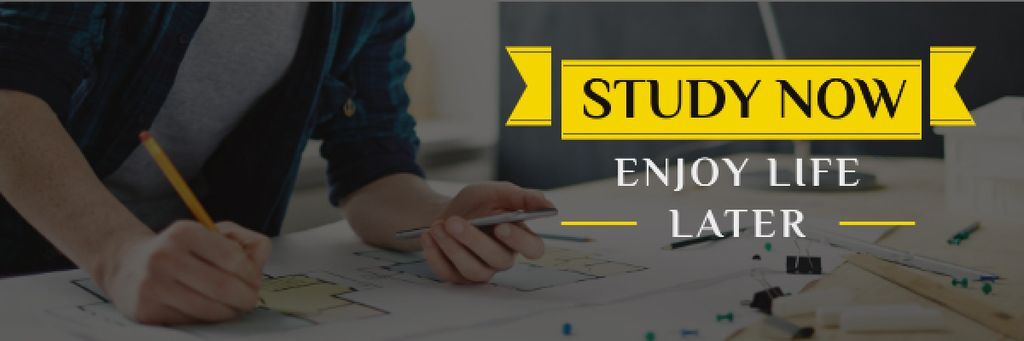 Student working with blueprints and motivational quote — Modelo de projeto
