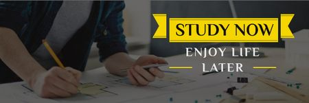 Student working with blueprints and motivational quote Email header Modelo de Design