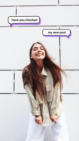 Smiling Girl with blog Messages Instagram Video Story Modelo de Design