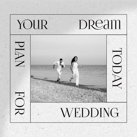 Wedding Announcement with Happy Couple on Beach Instagram – шаблон для дизайна
