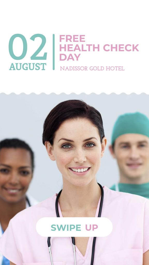 Plantilla de diseño de Clinic Promotion with Doctors Team Instagram Story