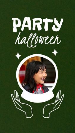 Modèle de visuel Halloween Party Announcement with Happy Little Girl - Instagram Video Story
