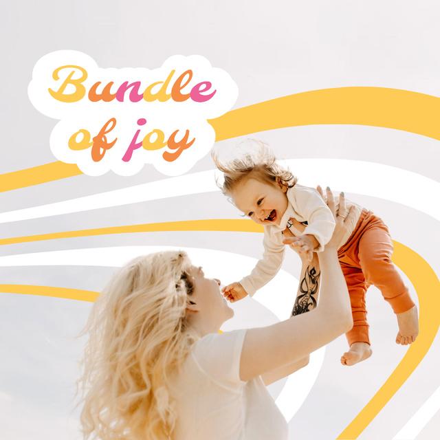 Mother holding Happy Child Instagram Modelo de Design