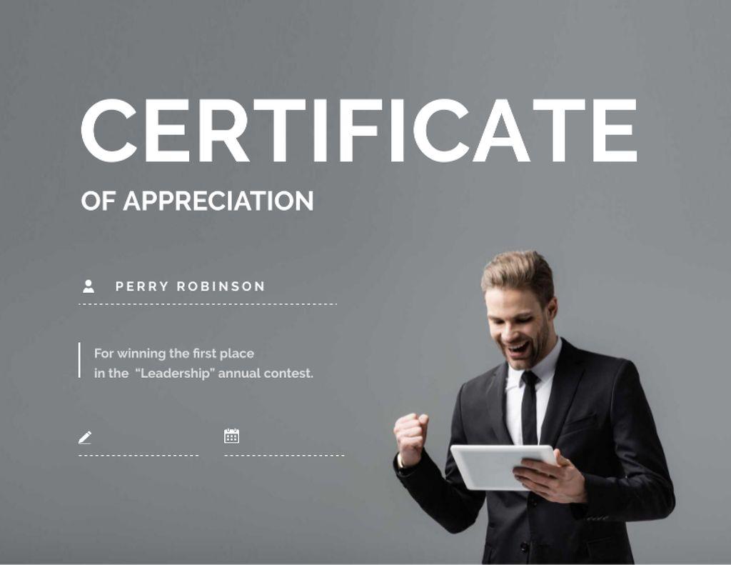 Business Achievement Award with happy businessman Certificate Modelo de Design