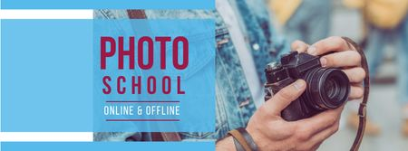 Modèle de visuel Photography Course Ad with Camera in Hands - Facebook cover