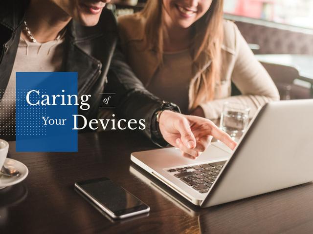 Plantilla de diseño de Women with Laptop and Smartphone Presentation