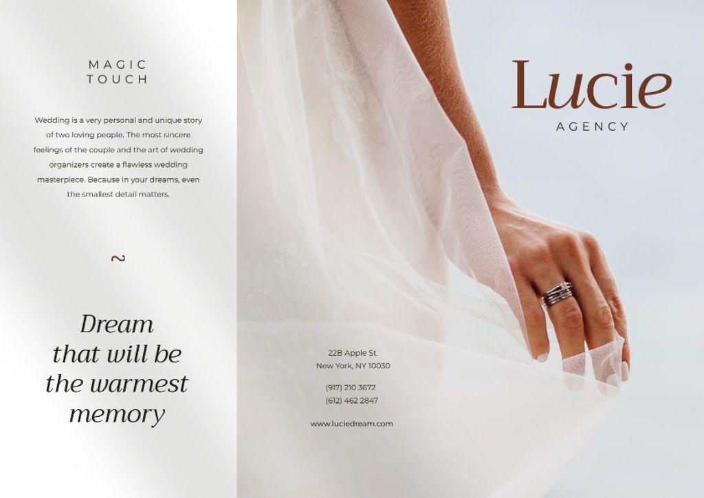 Wedding Dresses Ad with Tender Beautiful Bride Brochure Modelo de Design