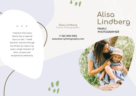 Family Photographer Offer with Happy Parents and Kids in field Brochure Modelo de Design